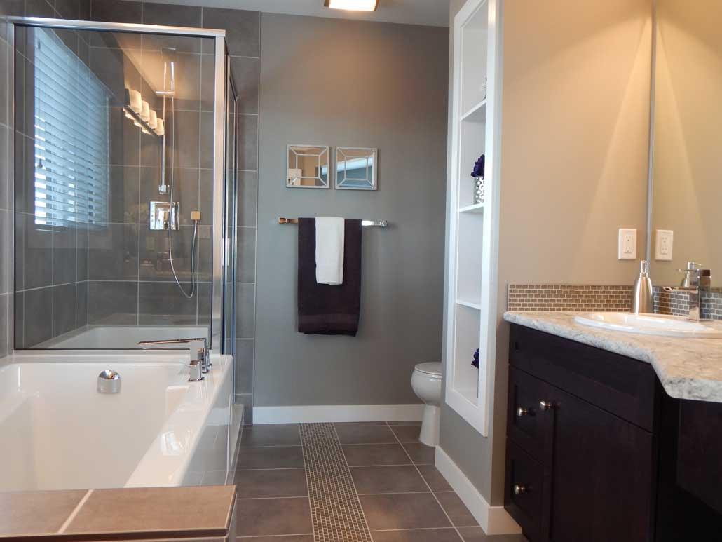 badrum med grå vägg