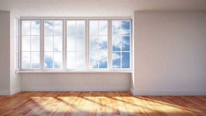 stora fönster i hus